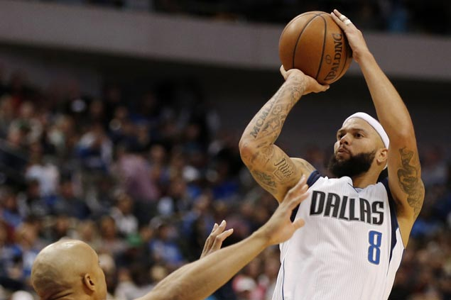 Deron Williams waived by Mavericks and looking to join Cavaliers, according to reports