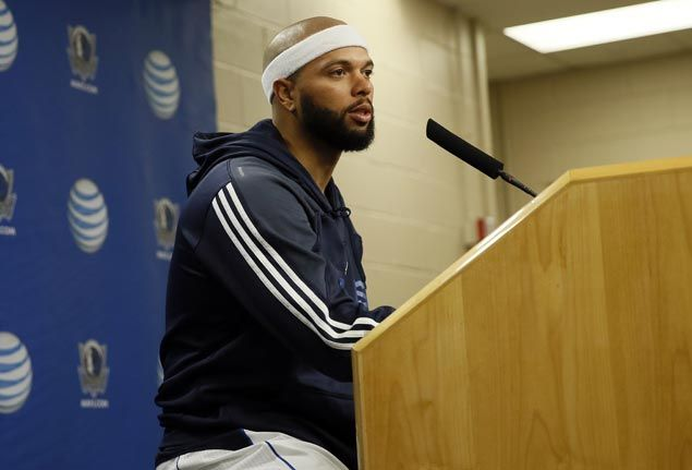 Deron Williams takes part in Mavs contact drills but pulled out due to calf muscle tightness