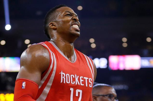 Knee sprain could keep Rockets' Dwight Howard from playing Game Two against Warriors