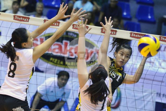 EJ Laure, Pam Lastimosa show way as UST Tigresses turn back TIP Lady Engineers to reach V-League quarters