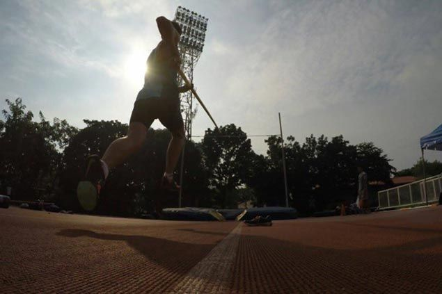 Pole vaulter EJ Obiena sets new Philippine record ahead of SEA Games stint