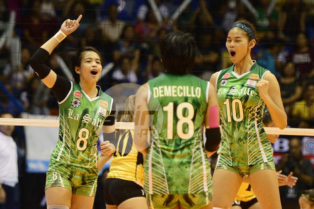 DLSU Lady Spikers regain share of lead, get back at UST Tigresses