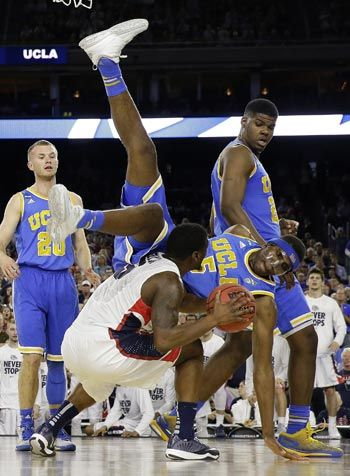 Gonzaga turns back UCLA to reach Elite Eight for the first time since 1999