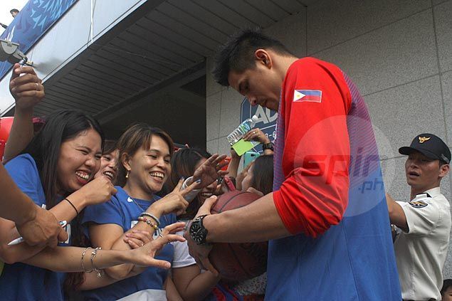 Chot Reyes explains Douthit reinstatement, Fajardo's limited minutes in Kazakhstan match