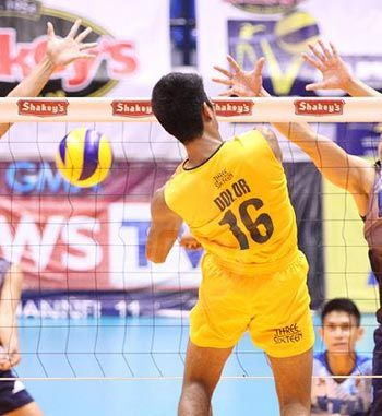 Also-ran FEU Tamaraws drag UP Maroons out of semifinal picture in Spikers Turf