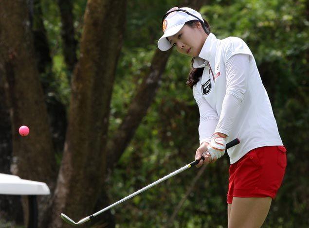Korea's Hwang Ye-nah takes two-stroke lead over amateur Princess Superal