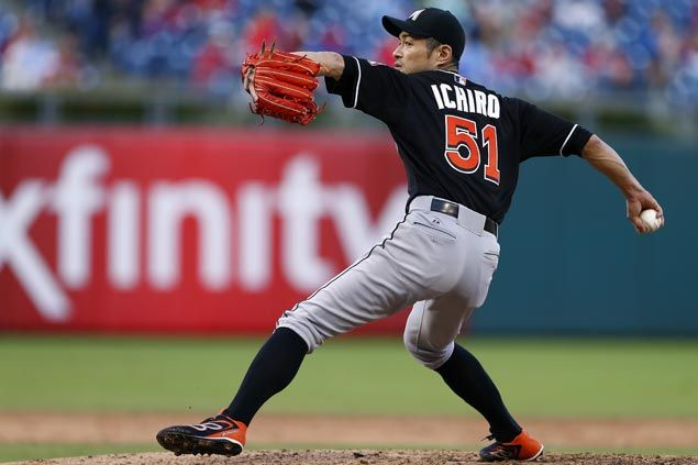 Hit-machine Ichiro Suzuki pitches one inning in relief for Miami Marlins