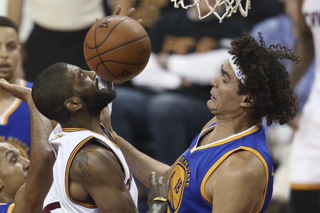 Anderson Varejao re-signs with Warriors after declining NBA ring from former team Cavs