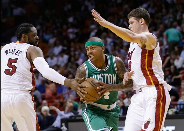 Isaiah Thomas shows way as Celtics keep Heat from moving into playoff picture