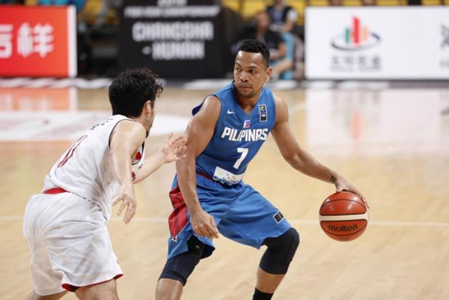 WATCH Jayson Castro weaves through traffic, with Asi Taulava helping create some space in Gilas match against Japan