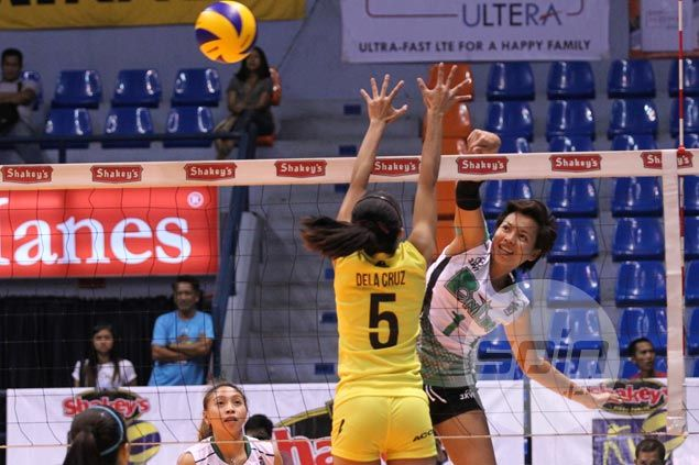 Jannine Navarro shows way as Lady Blazers edge Lady Engineers for second win in V-League