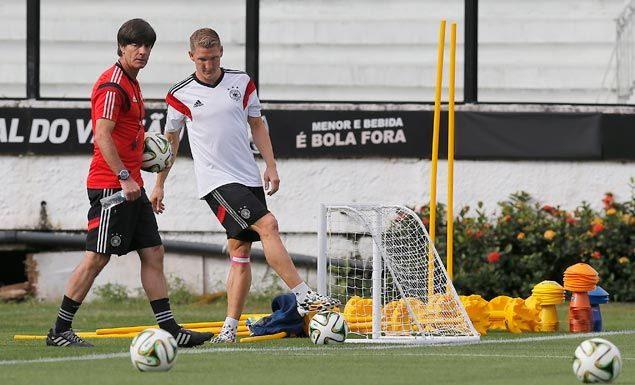 Manchester United to sign Bastian Schweinsteiger forUS$217,000 per week