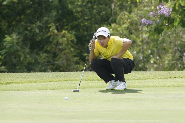 Rookie pro Jobim Carlos two strokes clear in Manila Masters