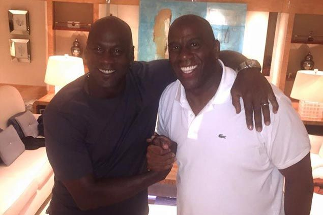 Magic Johnson hangs out with Michael Jordan, reiterates friend is the 'greatest basketball player that's ever played'