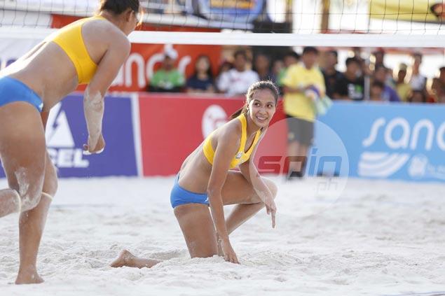 Former national team partners Jovelyn Gonzaga, Aiza Maizo clash on final day of Super Liga beach volley tilt