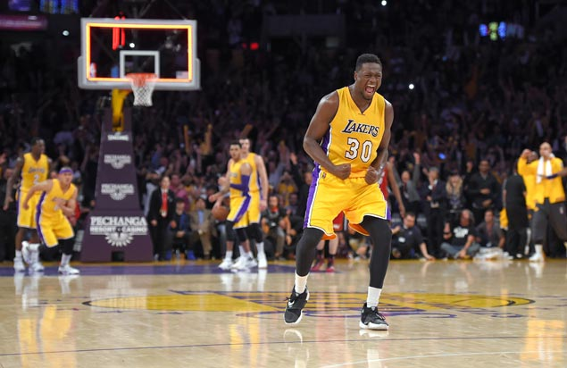 Lakers forward Julius Randle out at least two weeks due to laceration on right hand