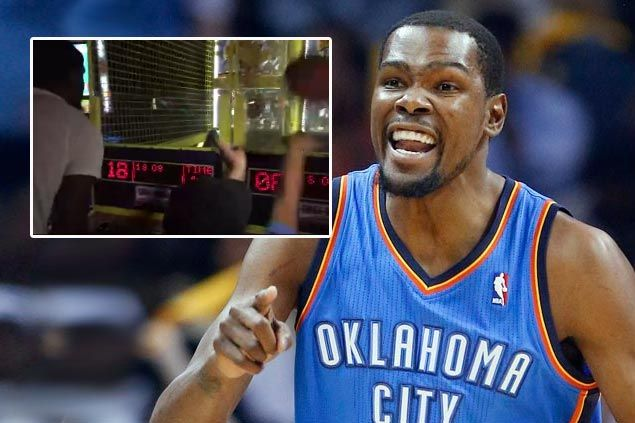 WATCH: Kevin Durant beats kid in mini-hoop, but the score wasn't that bad for the child