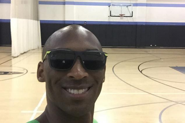 Kobe Bryant shoots for the first time since shoulder surgery