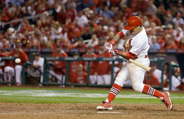 Wong's 9th-inning homer helps Cardinals edge Giants and tie NL Championship Series