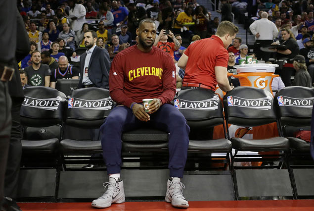 LeBron James brushes off favorites tag as recharged Cavs take on weary Raptors