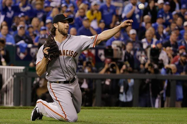 Bumgarner, Giants halt Royals' unbeaten postseason run with win in World Series opener