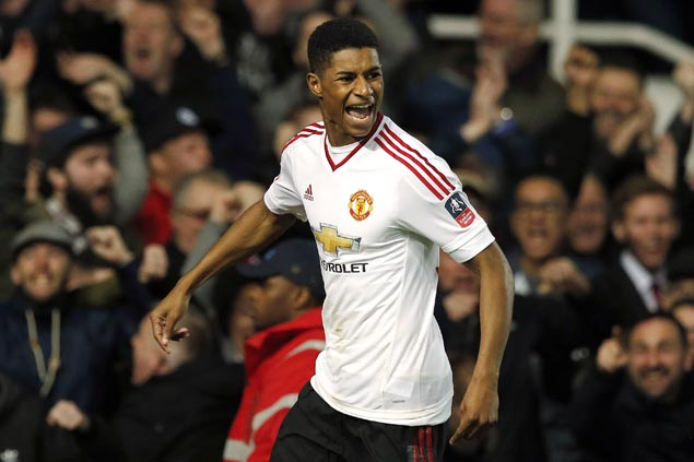 Late sub Marcus Rashford scores stoppage time goal as United nips Hull for third straight win