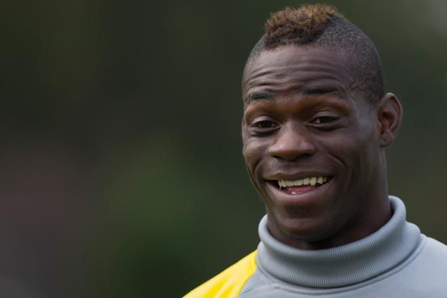 Mario Balotelli infuriates Liverpool fans by congratulating former Red Raheem Sterling after first goal for City