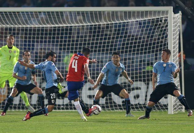 Chile defender Mauricio Isla scores as Chile beats Uruguay to reach Copa America semifinals