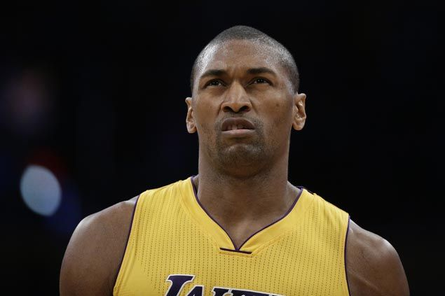 Lakers sign Metta World Peace to one-year deal, providing veteran presence to young squad