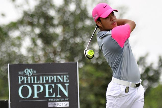 Lindsay Renolds keeps one-stroke lead as Miguel Tabuena slips to third with one round to play in rainy Philippine Open