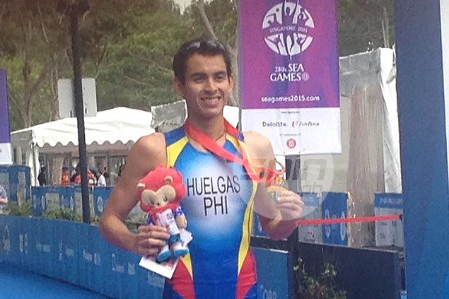 Nikko Huelgas reigns supreme in SEA Games triathlon to give Philippines second gold medal