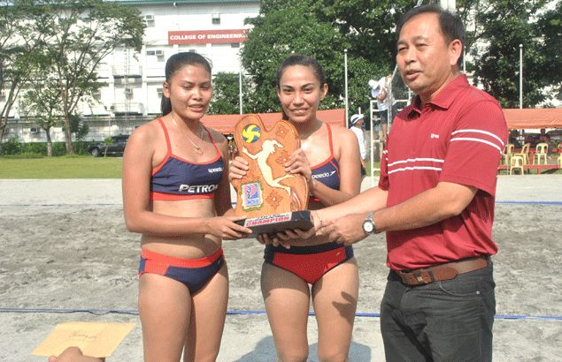 Pangasinan team sweeps UE bet for Petron Ladies beach volley crown