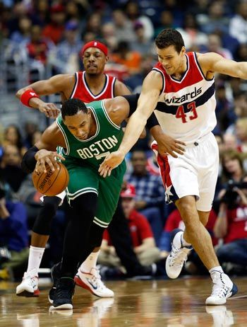 Humphries, Pierce lead way as Wizards take charge early and cruise past Celtics