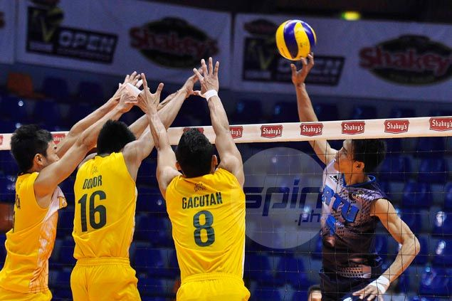 RTU Thunder move ahead of FEU Tamaraws in battle for third place