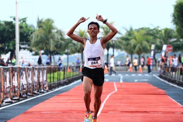 Rafael Poliquit, Aileen Tolentino top local finishers in Run United Philippines Marathon
