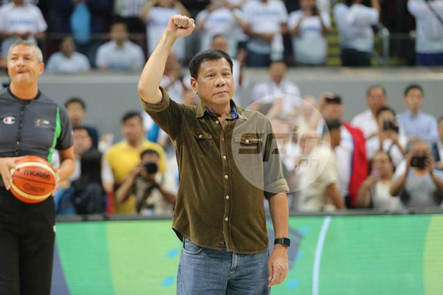 Duterte makes ceremonial toss for Gilas Pilipinas-France match in Fiba OQT Manila
