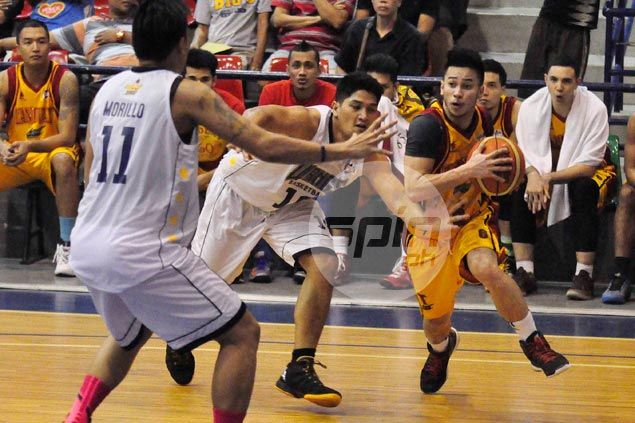 Roi Sumang catches fire in overtime to power Tanduay Light past Wangs Basketball