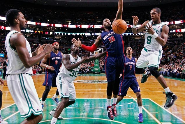 Rondo has 18 assists as Celtics beat Pistons