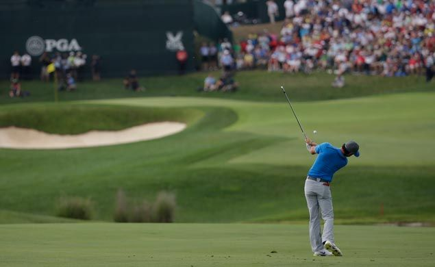 Three birdies on the last four holes enables McIlroy to hold on to one-stroke lead