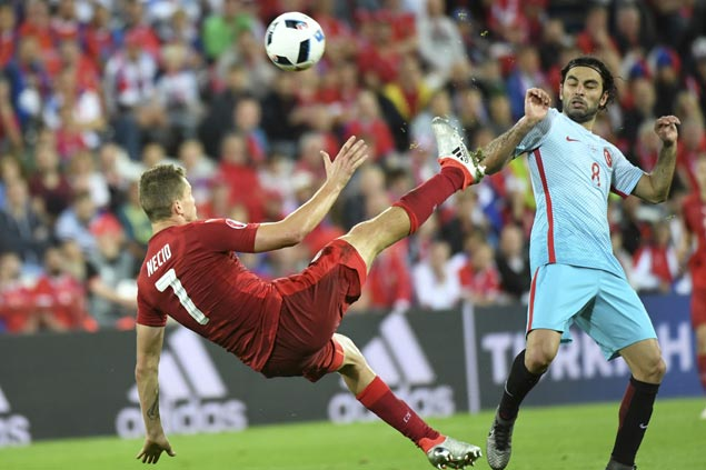 Turkey remains in contention for Euro knockout rounds with victory over Czech Republic
