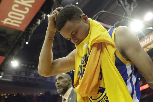 Warriors hold breath as Stephen Curry undergoes MRI  on sprained right knee