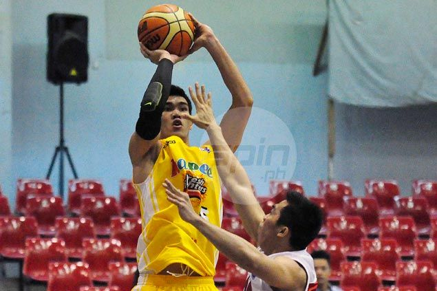 Hapee holds off AMA University to start D-League campaign on winning note
