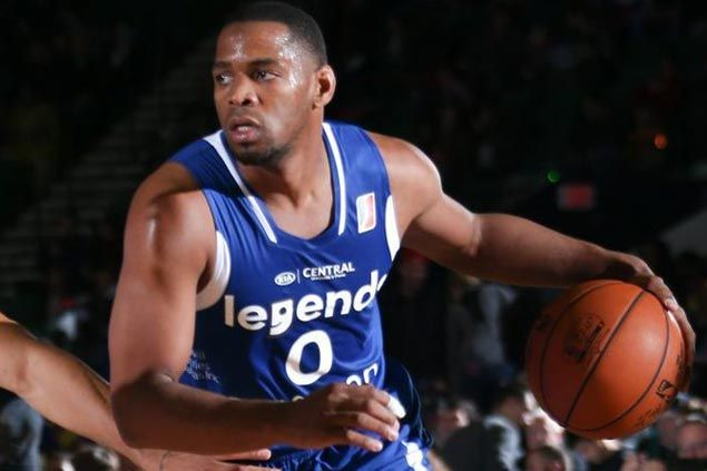 Tu Holloway shows way as Legends overcome Knicks on opening day of NBA D-League showcase