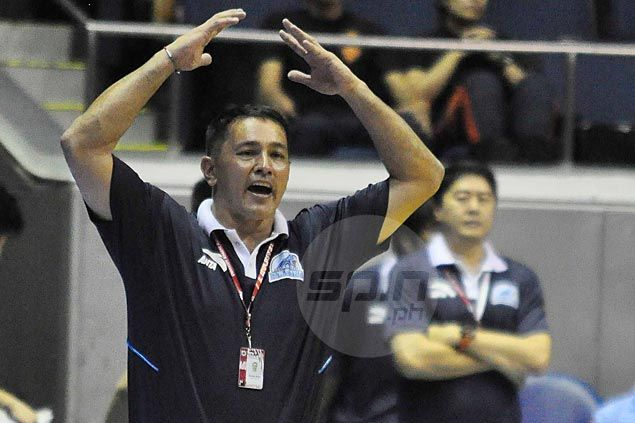Adamson coach Kenneth Duremdes back in the country but lets Vince Hizon call the shots