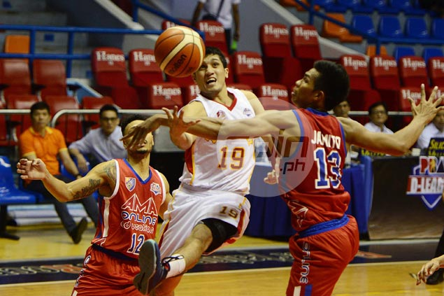 Llagas, Pessumal hit crucial baskets as Tanduay stretches streak to three, keeps AMA winless