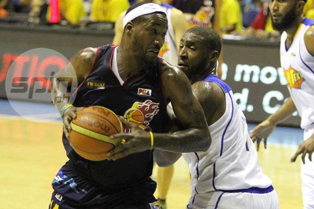 Wayne Chism in town to take over from Jackson as Rain or Shine import. Guiao explains switch