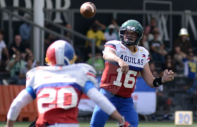 Aguilas quarterback Mike Hoese hits his target.Jaime T. Campos
