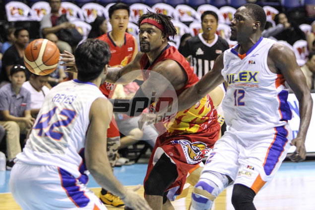 Antoine Wright gets new lease on life, but Guiao refuses to rule out import switch