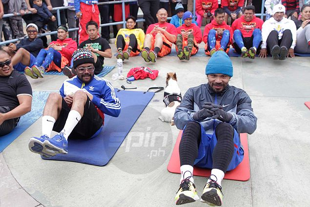 WATCH apl.de.ap perks up Pacquiao training with rap session: 'Pare ko suntukan na tayo'