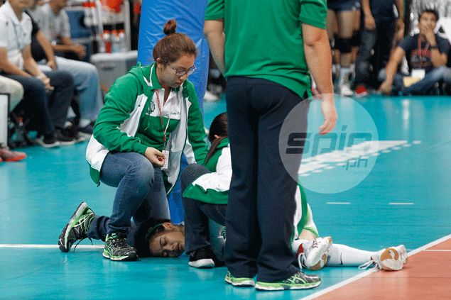 Source: Doctors fear La Salle volleyball star Ara Galang suffered ACL injury on left knee